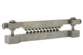 Фото приспособления при определении сопротивления сжатию гофрированного картона СТИ-9